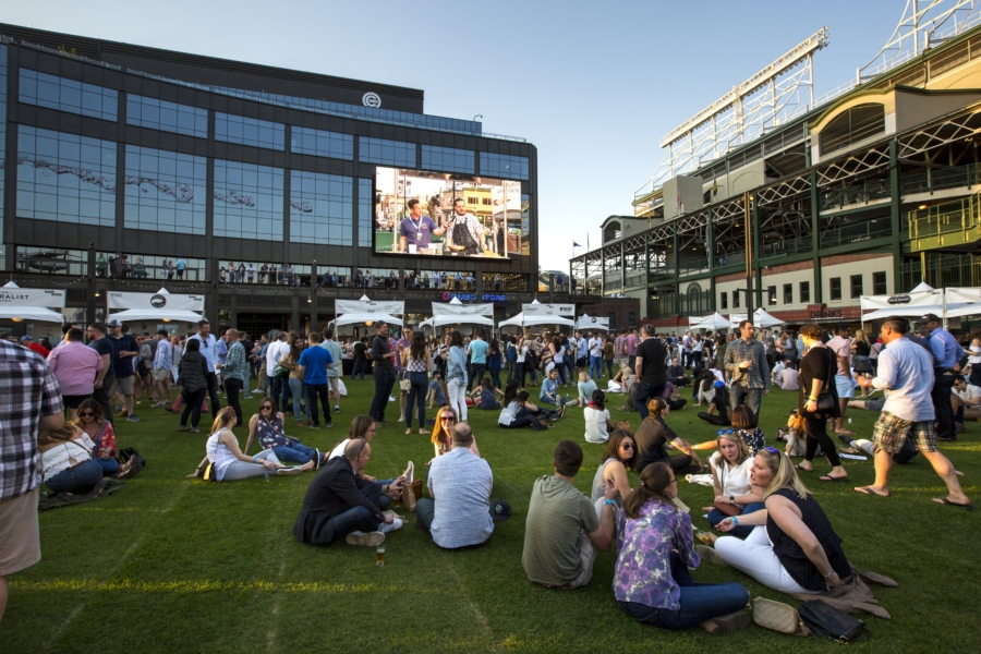 Baseball season in Chicago: Cubs and Sox like a local