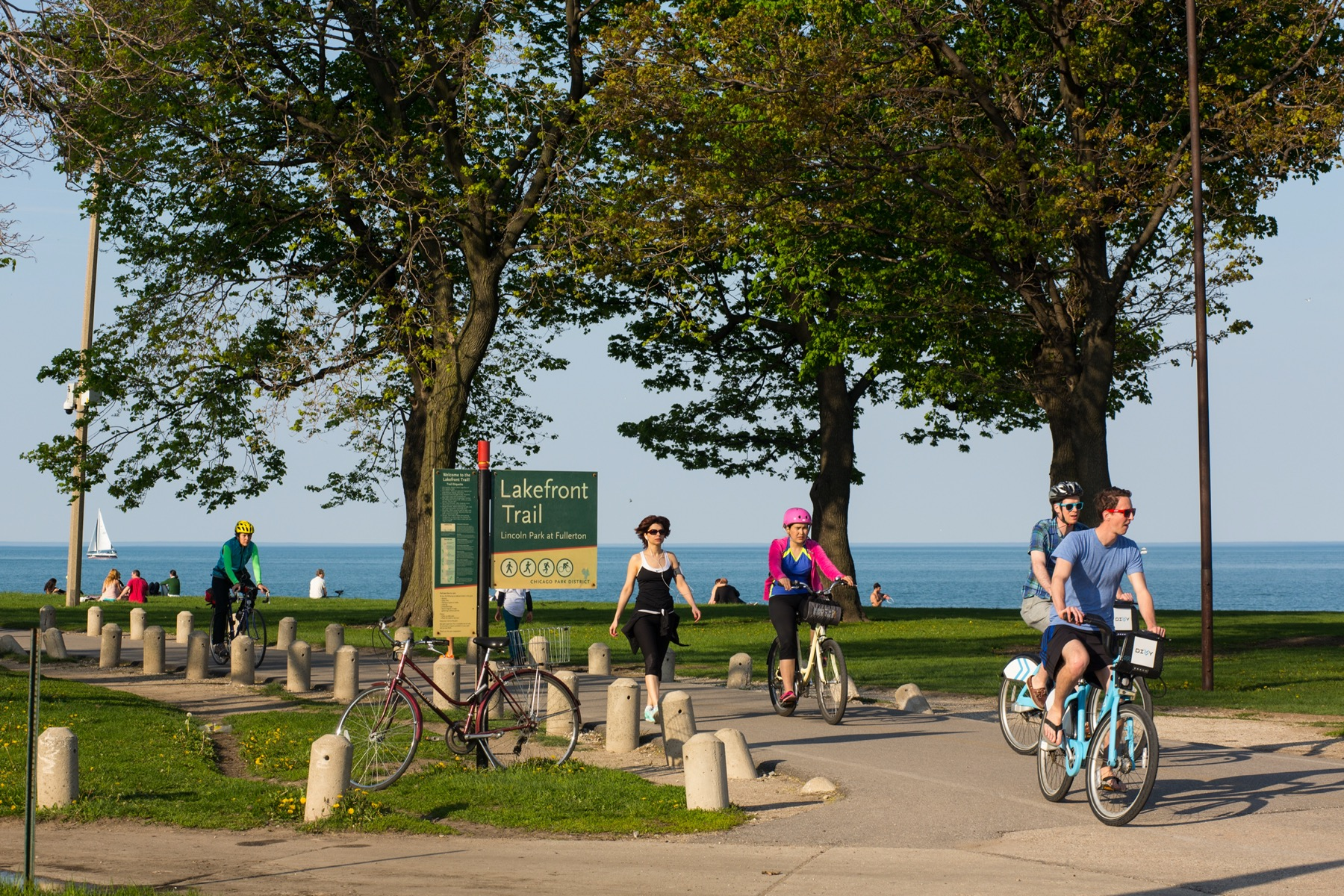 Walking and biking the Chicago Lakefront Trail in Lincoln Park