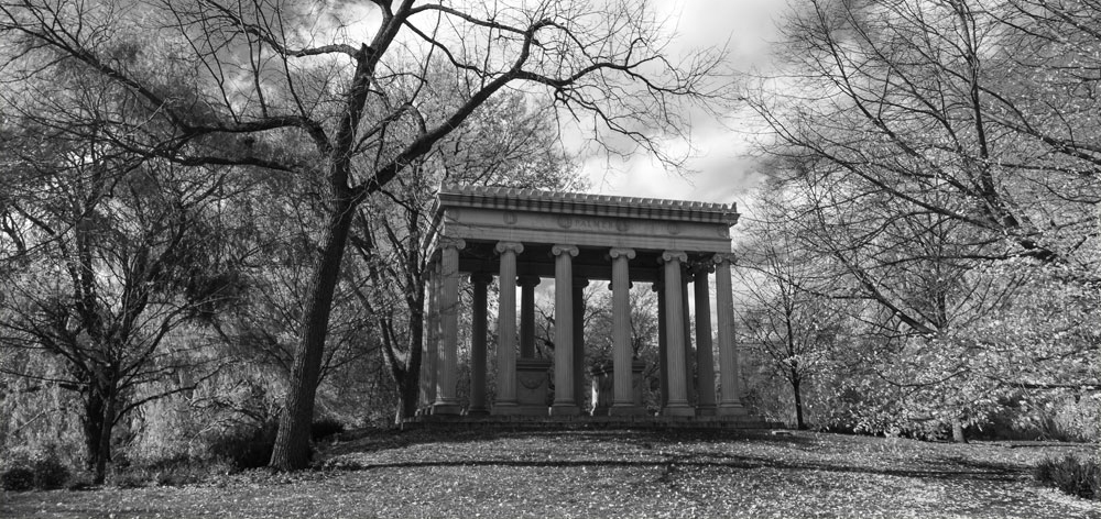 Graceland Cemetery Chicago