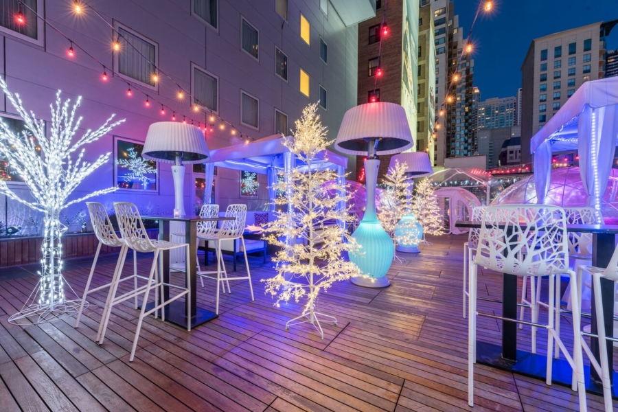 4 rooftop bars that are heating up Chicago this winter