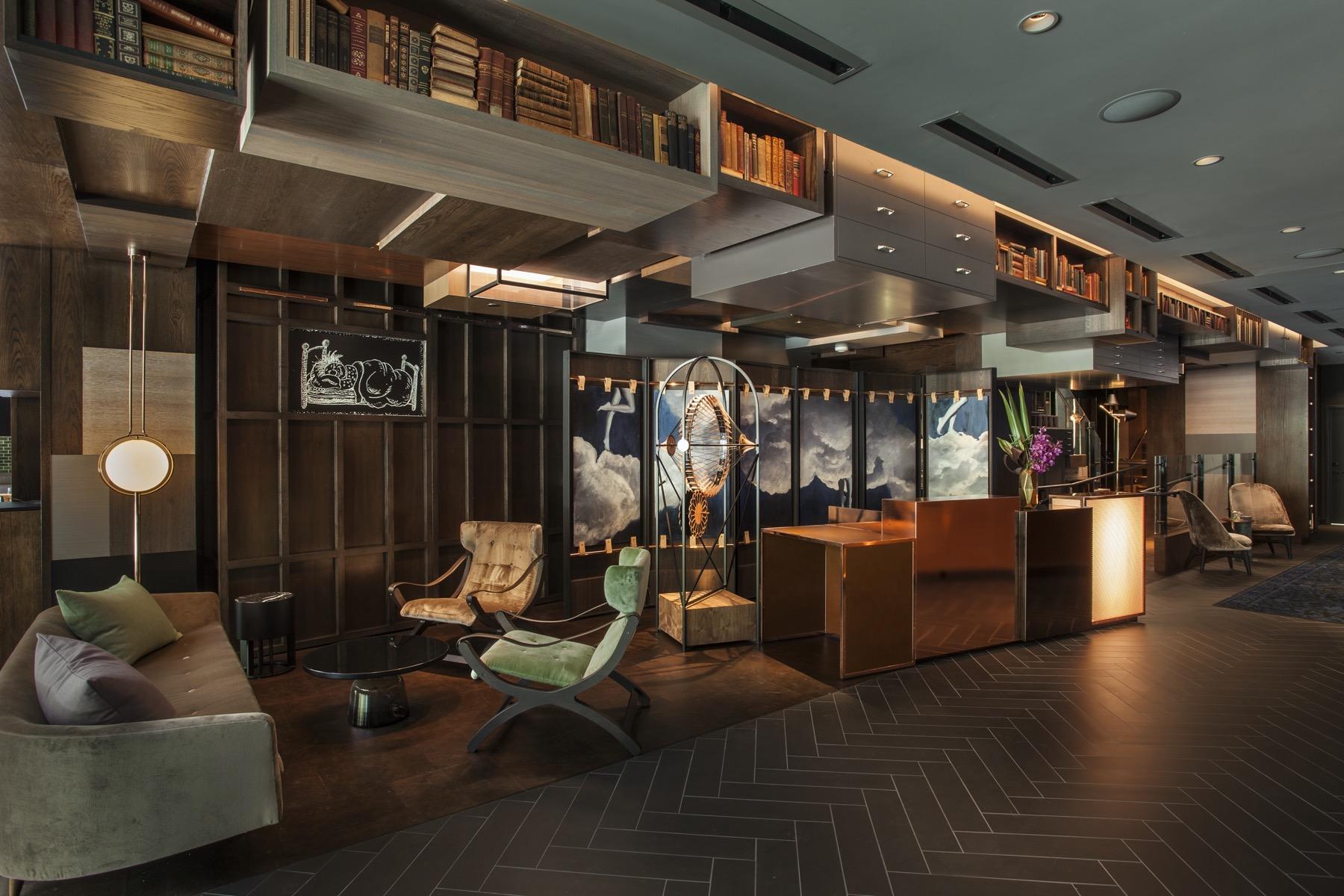 Hotel EMC2 - Lobby