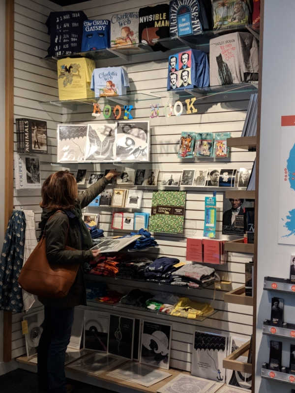 5 Chicago museum stores for cool gifts