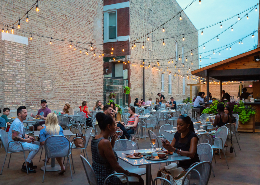 The patio at Monnie Burkes