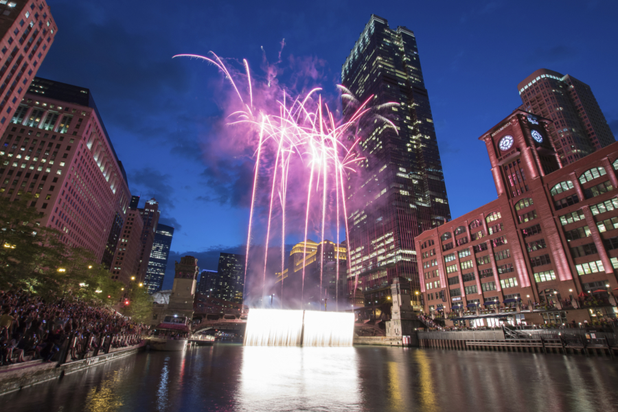NYE fireworks on the Chicago River