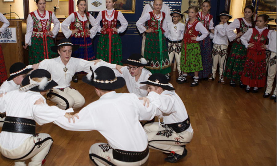 Traditional Polish dancers