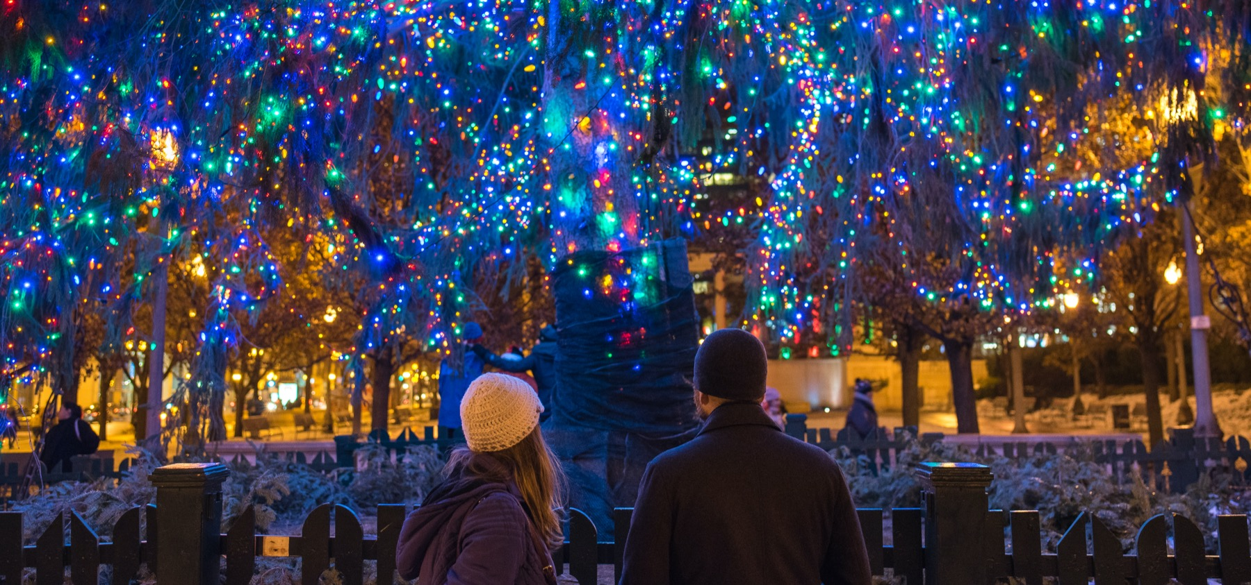 Things To Do In Chicago Christmas 2021 Christmas In Chicago Best Things To Do Holiday Markets Shows Events