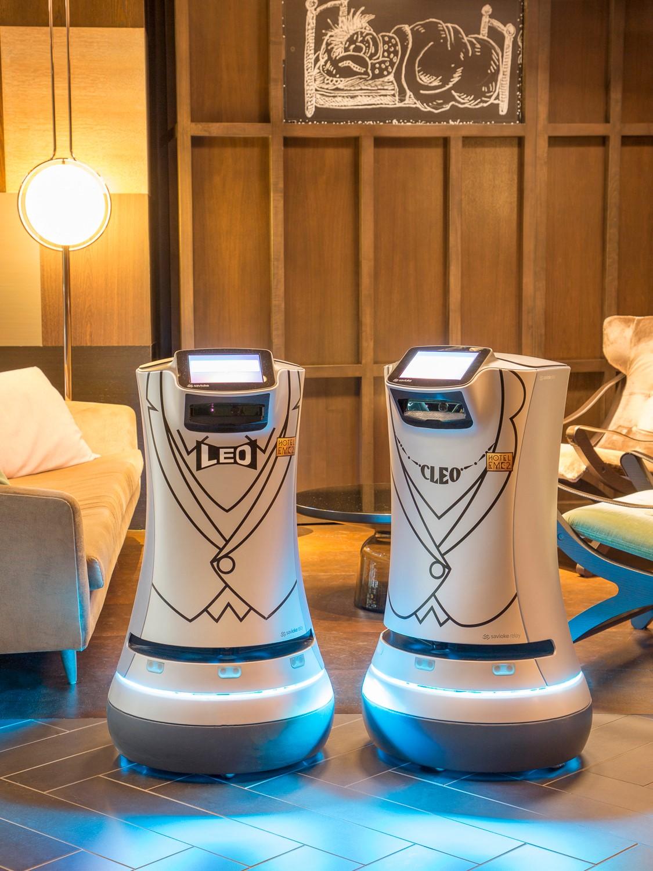 Hotel EMC2 - Robots