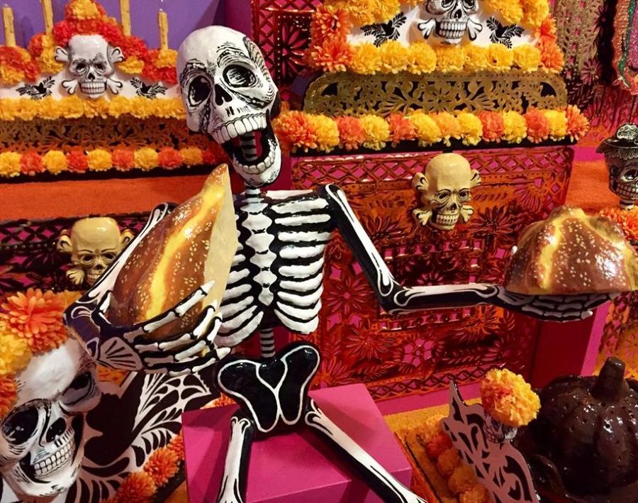 Día de los Muertos exhibit