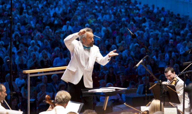 Carlos Kalmar Conducting Grant Park Music Festival