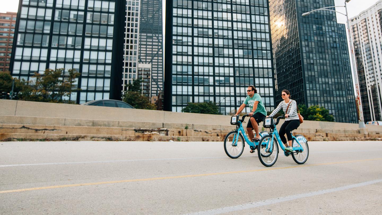 Couple biking lakeshore on Divvy bikes