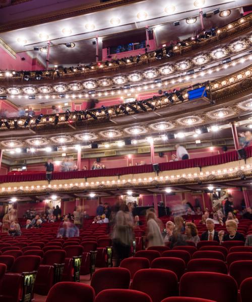 unique-chicago-theatre-venues