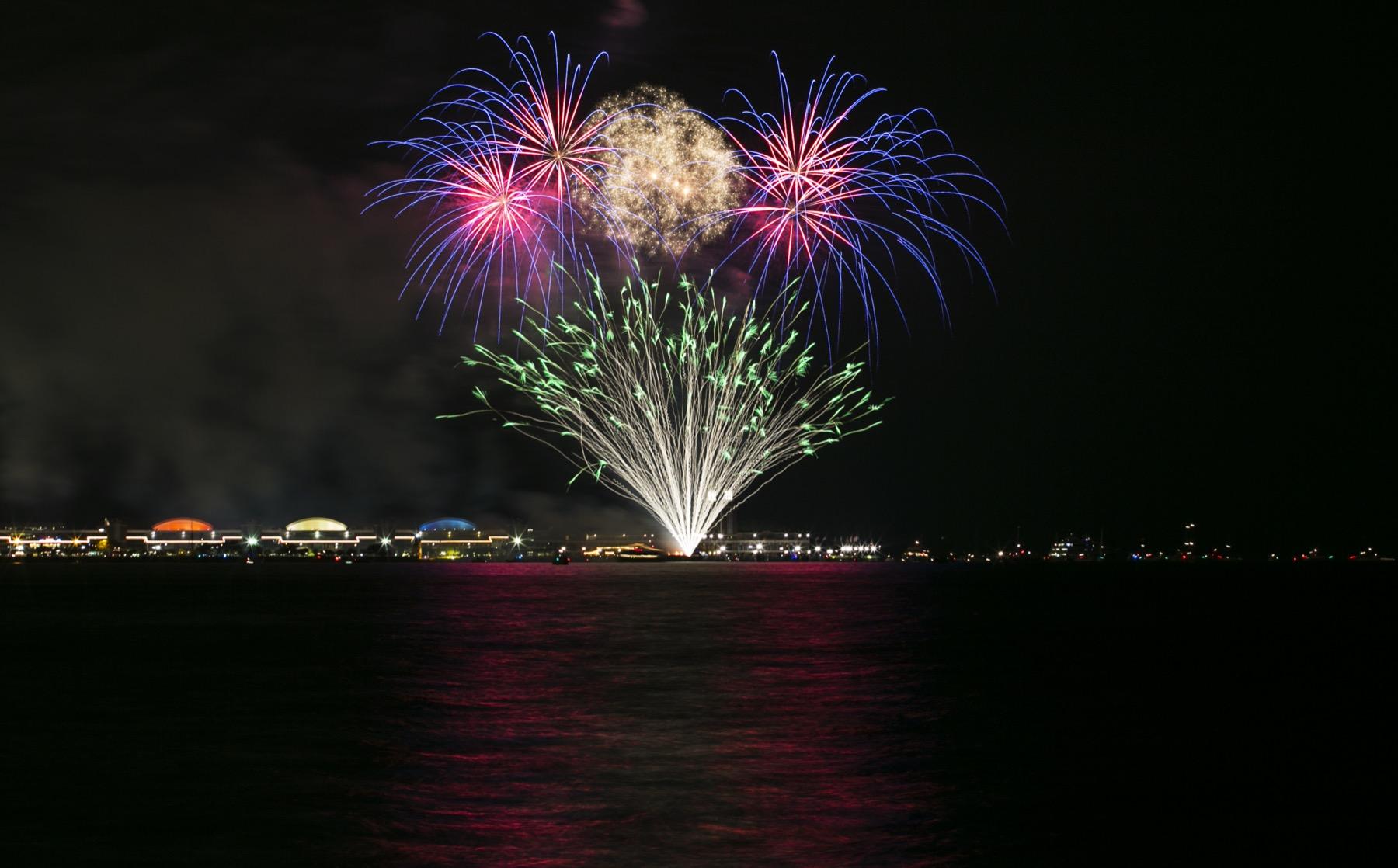 AA_Fireworks_NavyPier_02