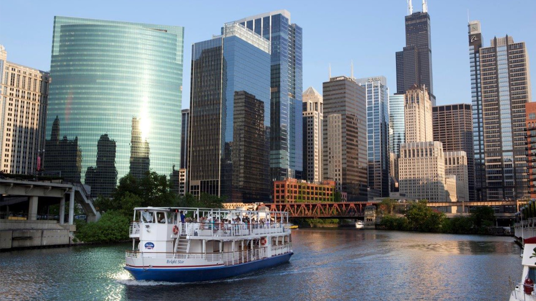 Shoreline Sightseeing Wine Tasting Cruise on the river in Chicago