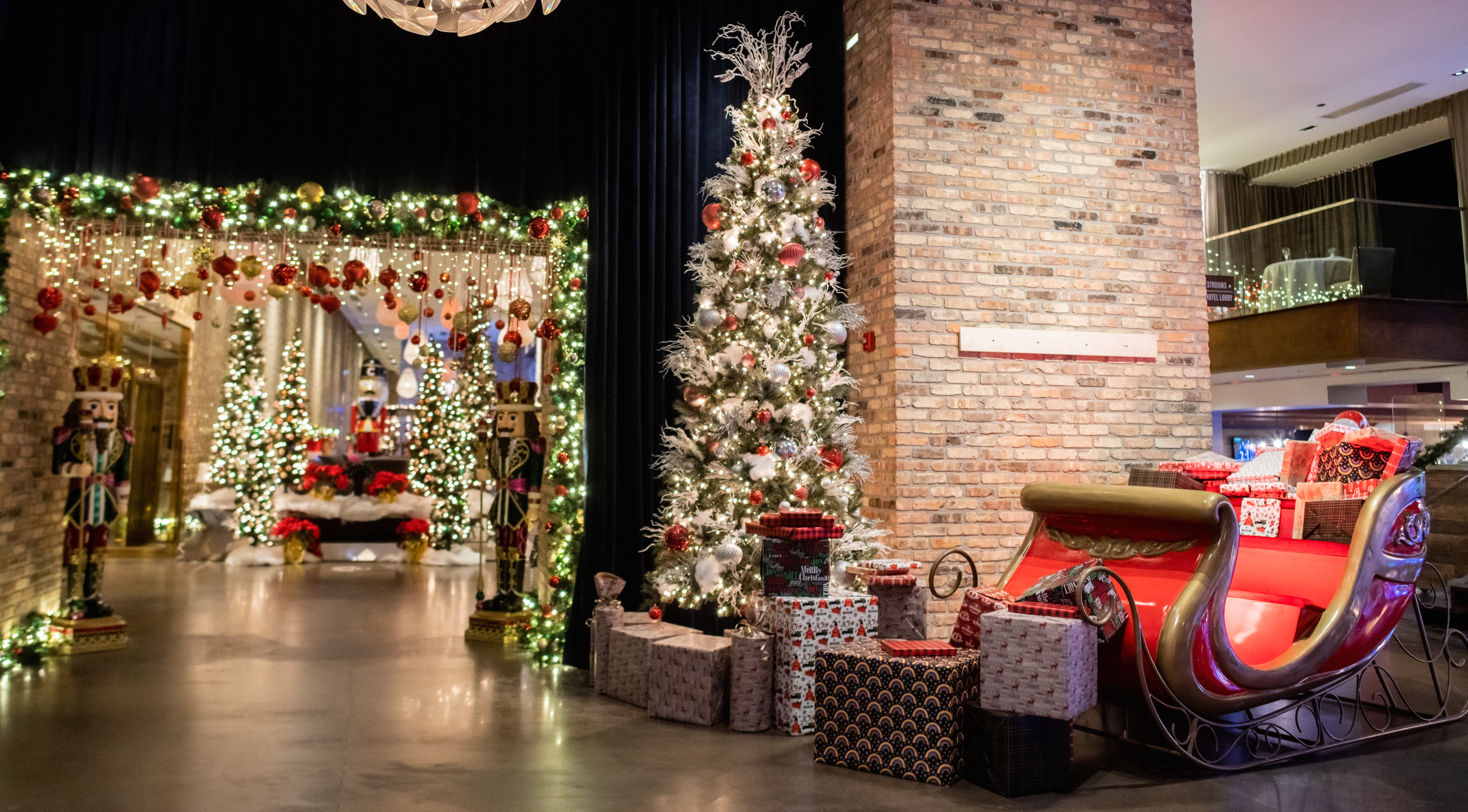 Deck The Halls 9 Holiday Hotels In Chicago Choose Chicago