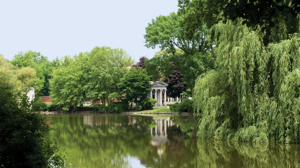 CAC Live: Women of Influence: Graceland Cemetery Tour