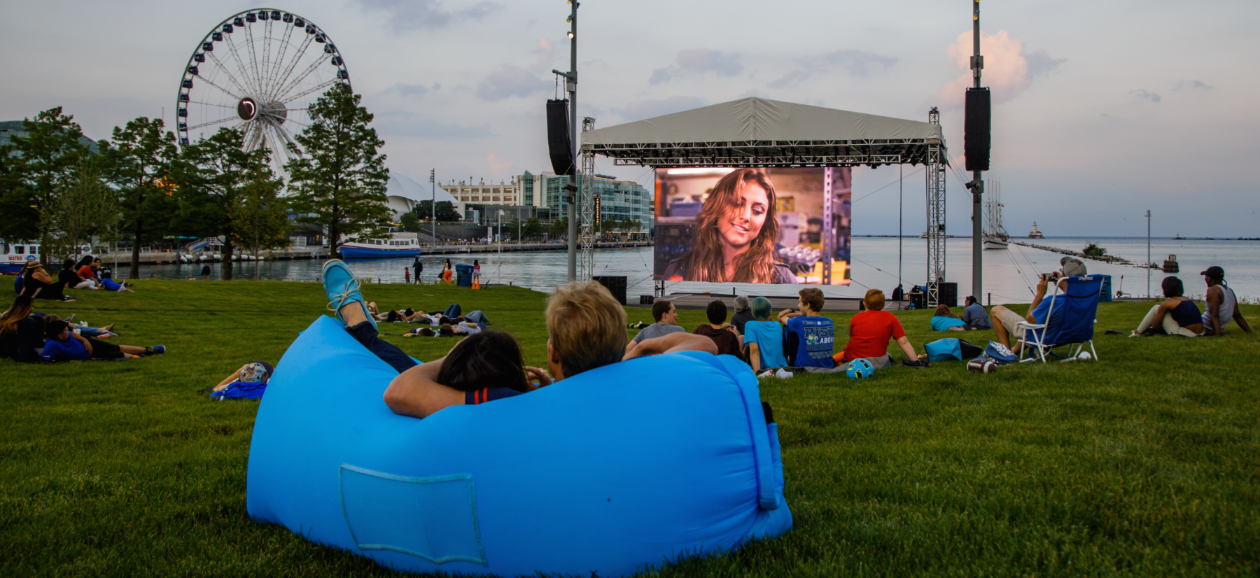 Outdoor and drive-in movies in Chicago