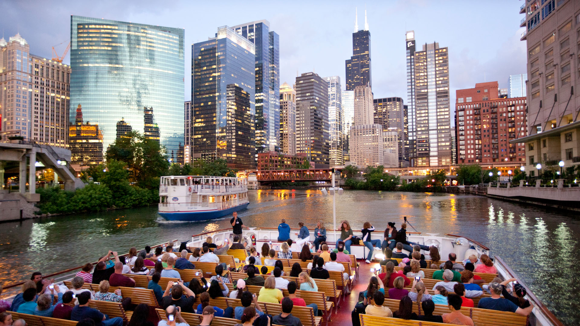 Shoreline Sightseeing Architecture River Tour